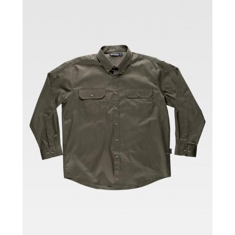 Camisa de manga larga con ciere de botones.
